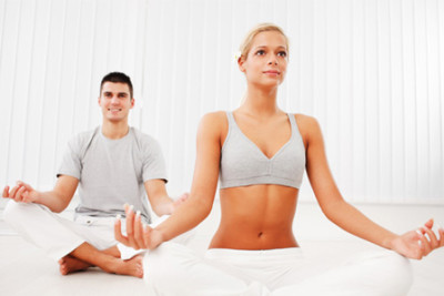 couple-yoga-horiz